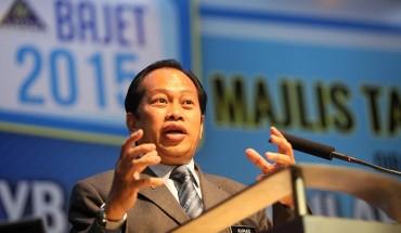 Ringgit jatuh Tun M didakwa penyebab- Ahmad Maslan