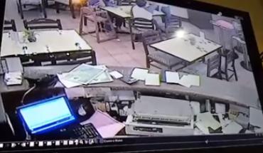 Dia tampar muka seorang waiter atas alasan lambat memberikan layanan pada dia